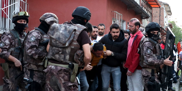 Bursa'da rehine krizi: 2 kişi vuruldu