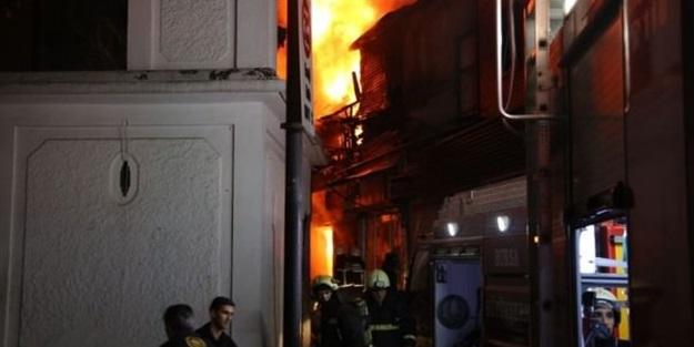 Bursa'da tarihi çarşıda büyük yangın