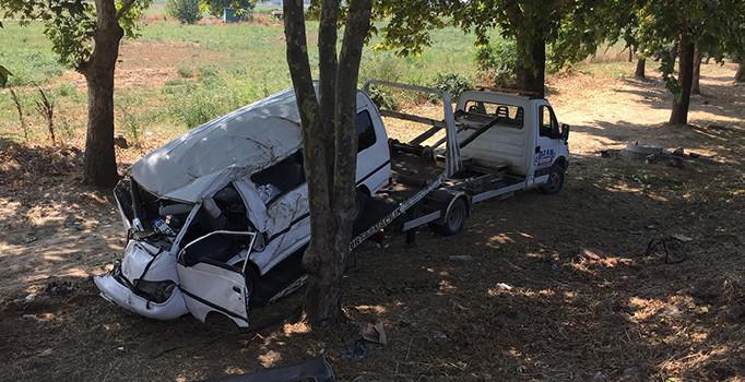 Bursa'da tarım işçilerini taşıyan minibüs şarampole yuvarlandı: 7 kişi yaralandı