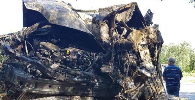 Bursa'da tarlaya uçan otomobil yandı: 2 kişi yaralandı