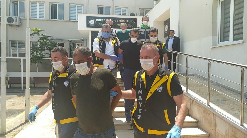 Bursa'da tekel bayi işletmecisini öldüren zanlı adliyeye sevk edildi