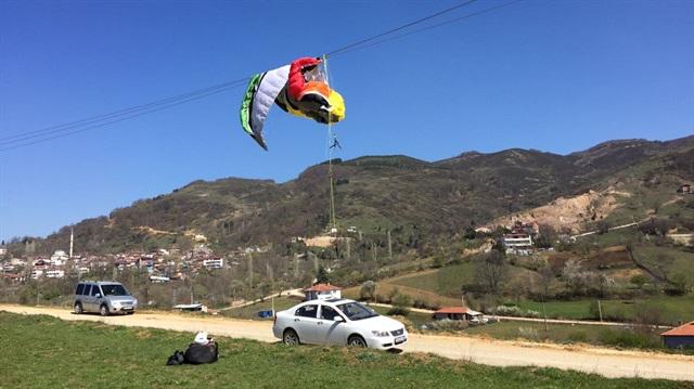 Bursa'da yamaç paraşütü yüksek gerilim hattına takıldı