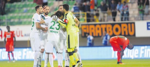 Bursaspor Alanya'yı Jorquera ile geçti