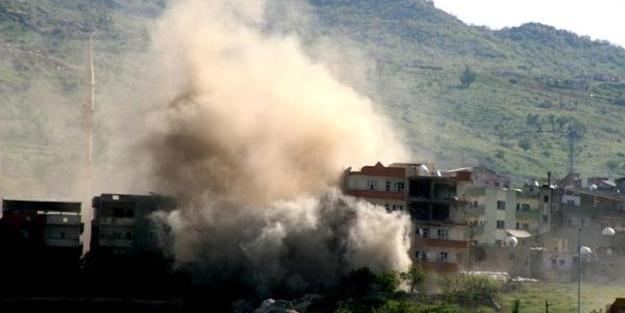 Büyük operasyon: Teröristlerin bulunduğu bina yerle bir edildi!