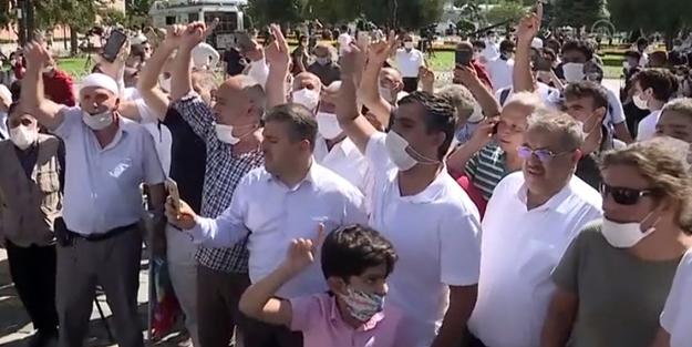 Büyük sevinç yaşayan vatandaşlardan Ayasofya Camii önünde tekbir sesleri!