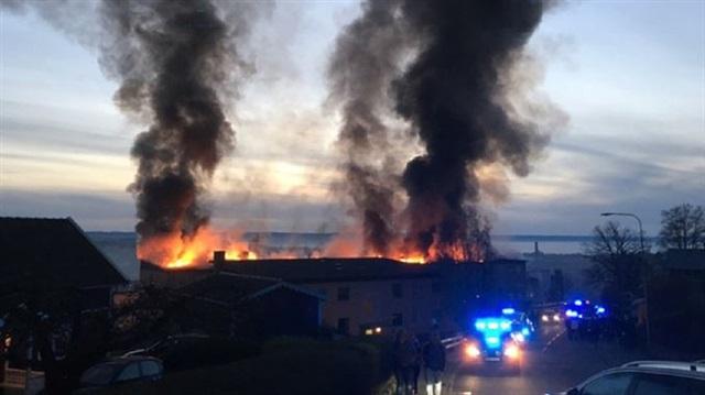 Büyük yangında 156 kişi binadan tahliye edildi