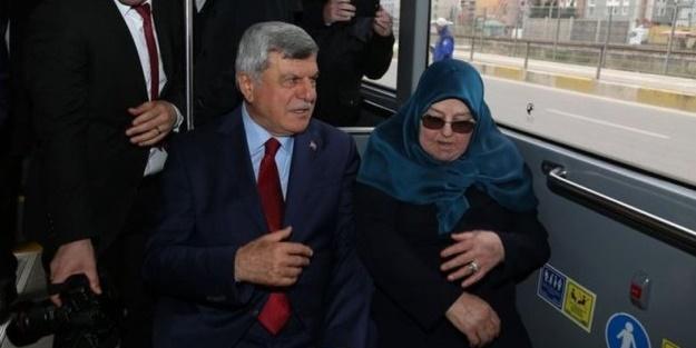 Büyükşehir Belediye Başkanı görevi teslim edip belediye otobüsüyle evine gitti