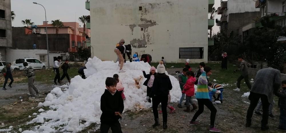 Büyükşehir Belediyesi, çocuklara kar keyfi yaşattı