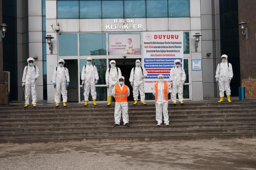 Büyükşehir Belediyesi kamu ve özel kuruluşlarda dezenfektan çalışmalarını sürdürüyor