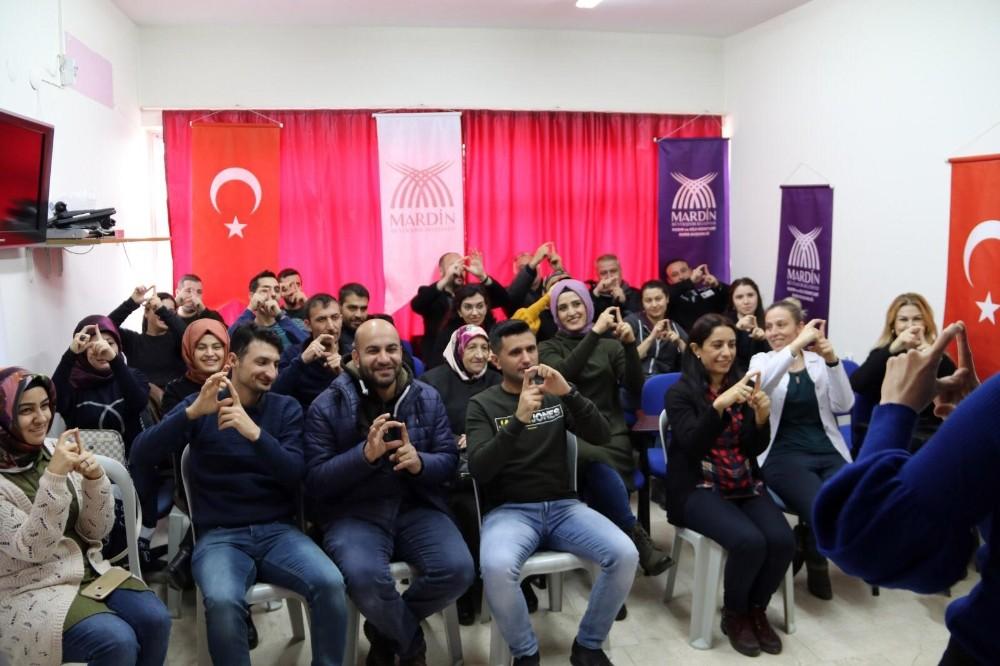 Büyükşehir Belediyesinden işaret dili eğitimi