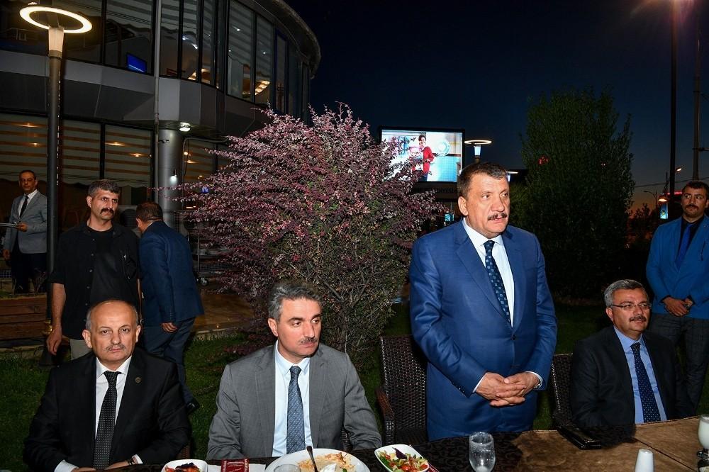 Büyükşehir Belediyesinden Muharrem iftarı verildi