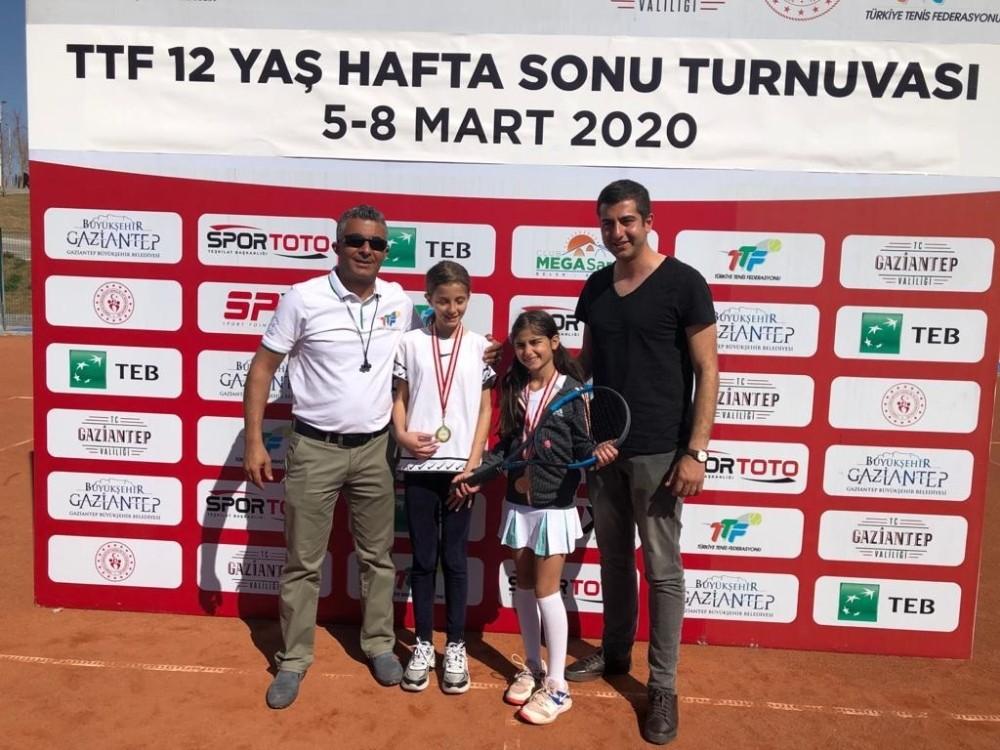 Büyükşehir sporcularından teniste büyük başarı