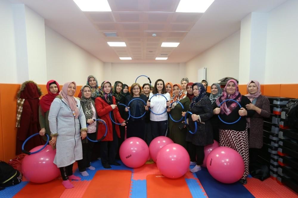 Büyükşehir'in kadınlara yönelik projeleri göz dolduruyor