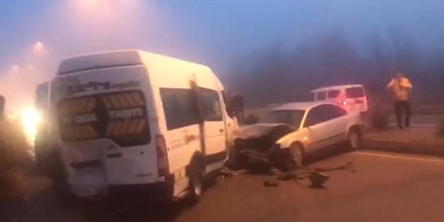 Buzlanan yolda zincirleme kaza: 12 yaralı