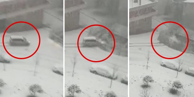 Buzlu yolda kayan araç evin çatısına uçtu! Feci görüntüler
