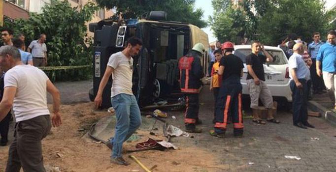Çağlayan'da minibüs devrildi: Yaralılar var