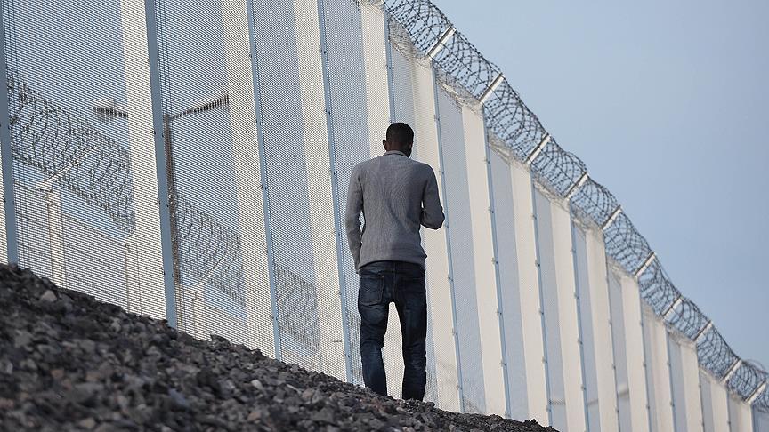 Calais'i çevreleyen duvar 300 metre daha ek yapılacak