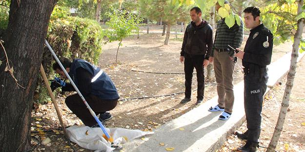 Cami avlusunda toprağa gömülü halde bulundu, ekipler olay yerine geldi