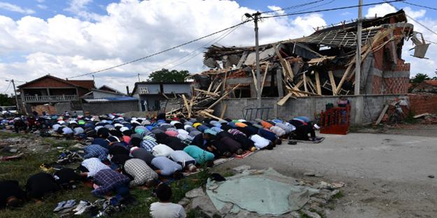 Camiyi yıktılar... Ama imanı yıkamadılar