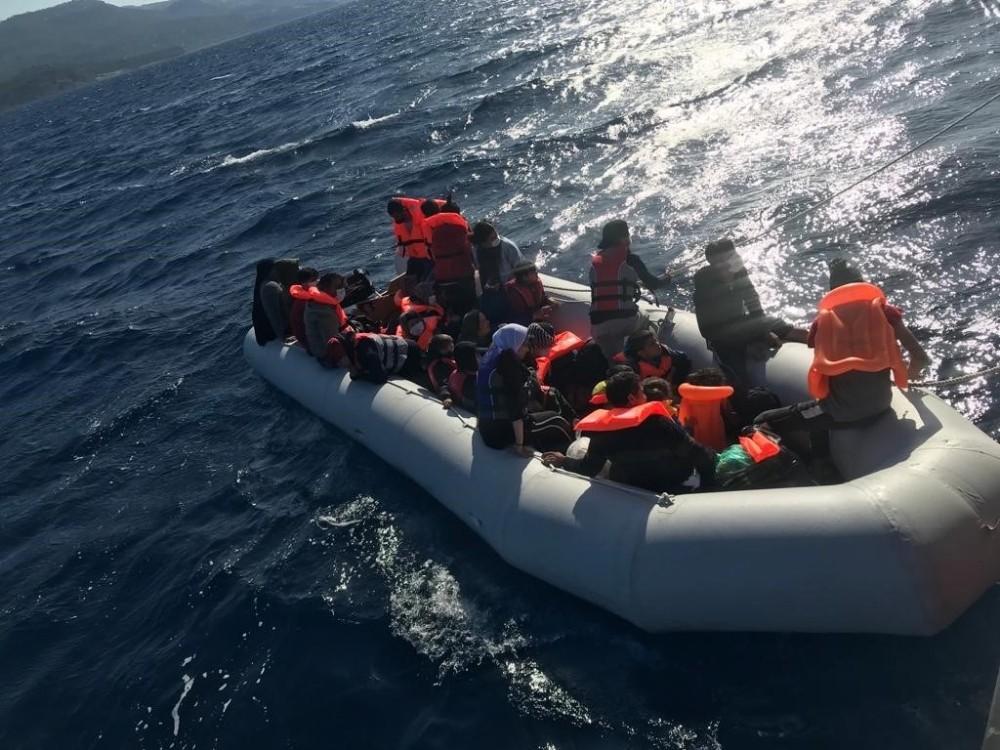 Çanakkale açıklarında 29 mülteci kurtarıldı