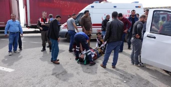 Çanakkale'de trafik kazası: 1 ölü, 4 yaralı