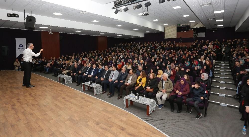 "Canik'te ""Hikayelerle Anadolu İrfan"" Konferansı düzenlendi"