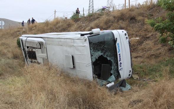 Çankırı'da öğrenci servisi devrildi: Çok sayıda yaralı var!