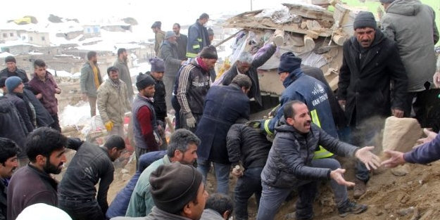 Canlı yayında uyardı: Kerpiç evler yıkılabilir, boşaltılmalı!