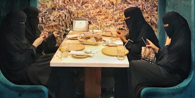 Çarpıcı tespit! 'Hem Türk yemeklerini bayılarak yiyorlar hem Türkiye'ye saldırıyorlar'