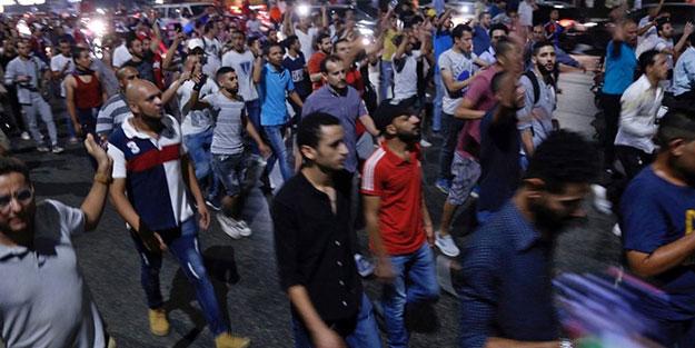 Casuslukla suçladılar!.. Protestoların devam ettiği Mısır'da Türkler tutuklandı!