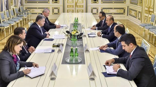 Çavuşoğlu Ukrayna lideri Poroşenko ile görüştü