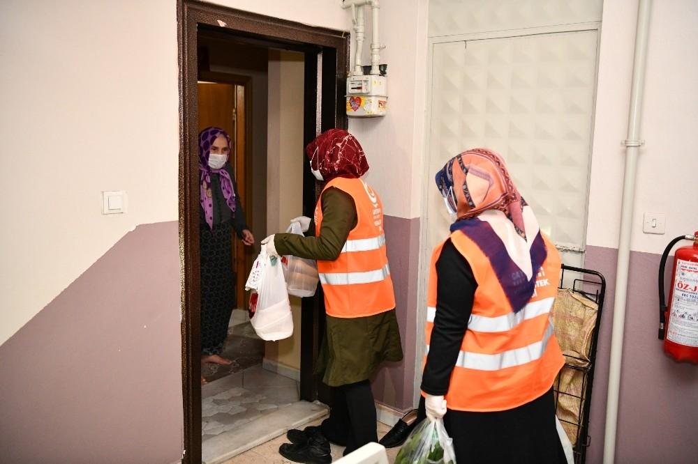 Çayırova'da yaşlılara 24 saat hizmet veriliyor