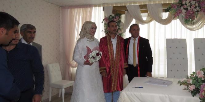 KayyIm, korumasının nikahını kıydı