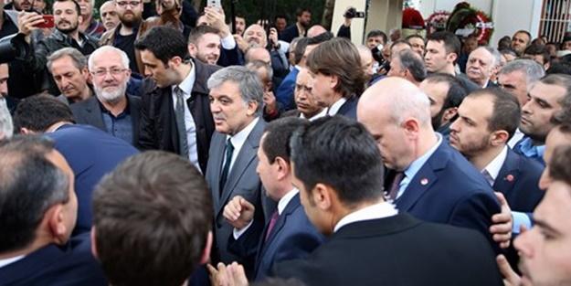 Cenazede Abdullah Gül'e şok tepki: Reisime hainlik yaptın