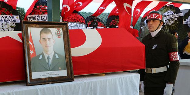 Cenazede yürek burkan detay! Niğdeli şehit Yakup Avşar, toprağa verildi