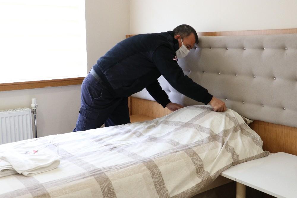 Ceza infaz kurumu personeli hükümlü ve tutukluların sağlığı için izole sistemiyle çalışıyor