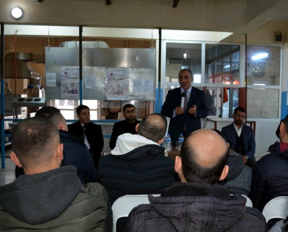 Cezaevinde din istismarı ile terör örgütleri hakkında konferans verildi