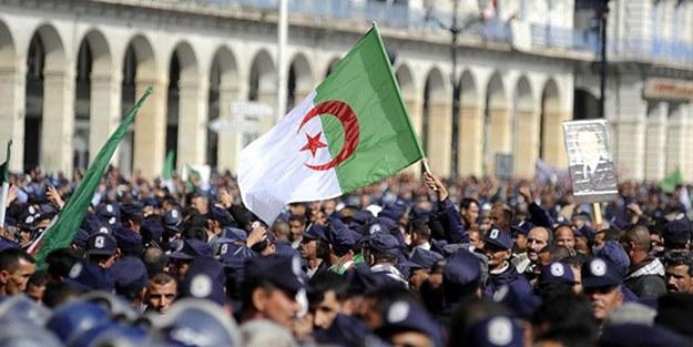 Cezayir'de kriz! Cumhurbaşkanlığı seçimleri iptal edildi