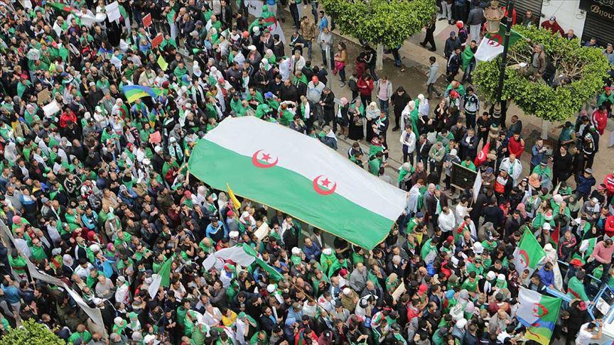 Cezayir'de 'Buteflika rejimi temsilcileri' için protesto gösterileri düzenlendi