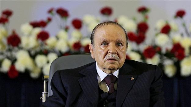 Cezayir'de Buteflika'nın koltuğu ile yol haritasının akıbeti belirsiz