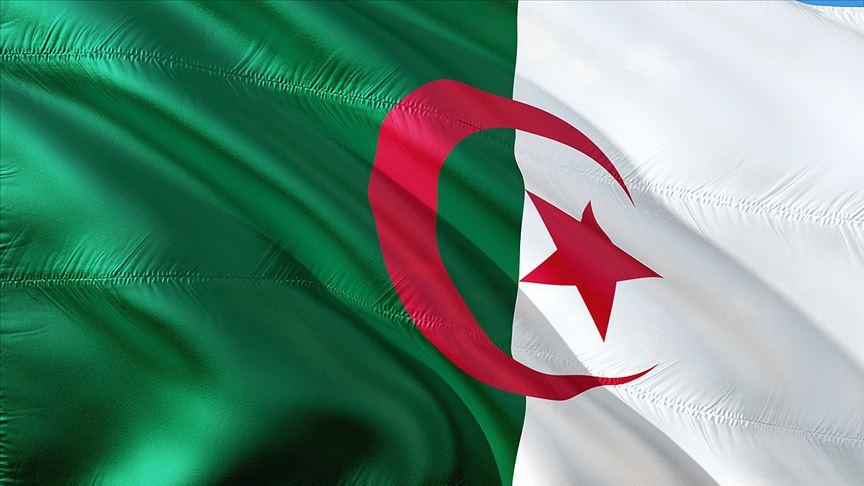 Cezayir'de ordu cumhurbaşkanlığı seçimlerinde tarafsız olacağını duyurdu
