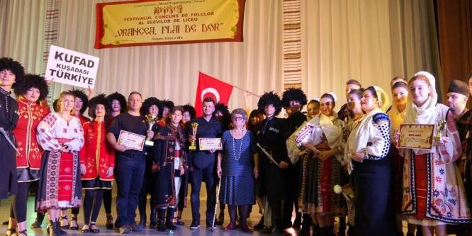 Kuşadası Folklor Araştırma Derneği, Romanya'da şampiyon oldu