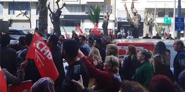 CHP İZMİR İL BAŞKANLIĞI ÖNÜNDE PROTESTO