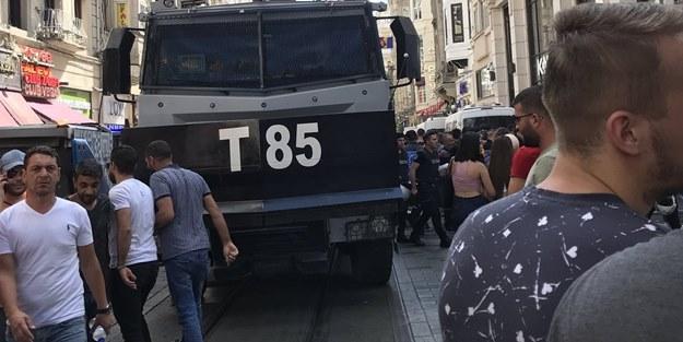 CHP ve HDP'li vekillerin de aralarında bulunduğu azgın sapkınların yürüyüşüne polis geçit vermedi!