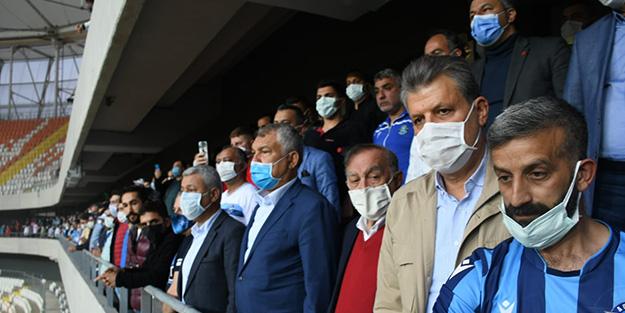CHP'li Adana Büyükşehir Belediye Başkanı 3 bin taraftarla poz verdi: Utanıp hiçbir açıklama yapamadı!