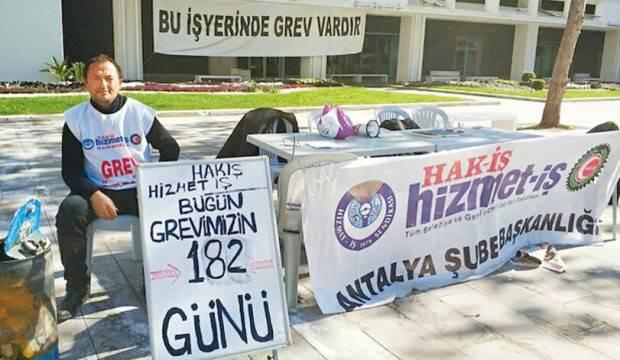 CHP'li belediyenin önünde tek başına grev başlattı