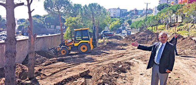 CHP'li Bergama Belediyesi'nden ağaç katliamı