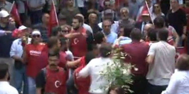 CHP'liler Anıtkabir yolunda tekme tokat birbirine girdi
