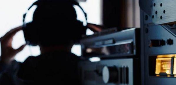 'CIA, telefonları ve televizyonları dinliyor!'