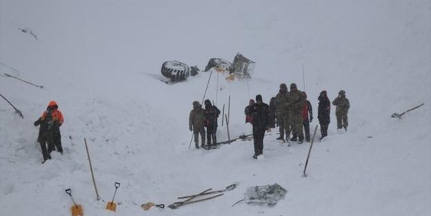 Çığ altında kalanları arayan ekibin üzerine çığ düştü